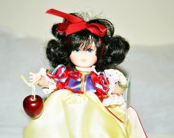 """Sweet Adorable """"Snow White"""" From The Robin Woods Friends From The Fairytale Forest Collection/New With Tags and Original Box! Never Used"""