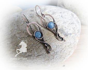 Copper wire wrapped aquamarine earrings. Boho jewelry.