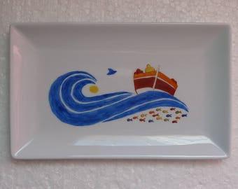 Plats rectangulaires décorés de bateaux