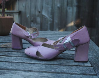 Super Cute Vintage 1960's Peep Toe Pumps Cut Out Lavender/Purple Leather Block Heel, Women's Size 8 AA