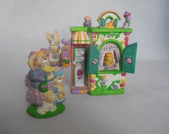 Easter Village, Mrs. B's Bakeshop and 2 Figures, Bunnytail Lane 1994, Easter Decoration