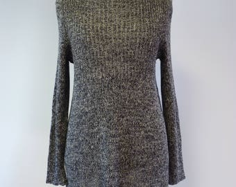 The hot pirce.  Knitted linen sweater, L size.