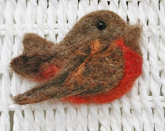 Needle felted Robin brooch - Robin pin - bird brooch -  felted Rustic Robin brooch- gift for her