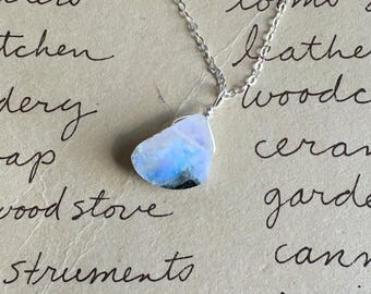 Crystal Necklace - Moonstone Necklace -Rainbow Moonstone Necklace -Moonstone Jewelry - Raw Crystal Necklace - Gift For Her