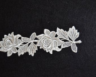 1 flower pattern ivory guipure lace
