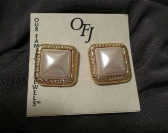 OFJ Faux Pearl Earrings Gold Tone ribbed Chunky Clip On button Square earrings Statement large retro Fashion Excellent Condition! NOS