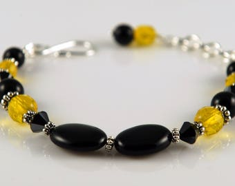Bracelet made with black onyx and swarovski crystals.