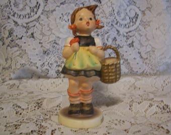 """Hummel """"Sister"""" Figurine"""