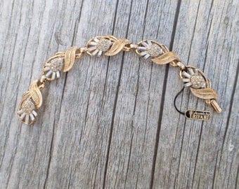 Vintage Signed Trifari Bracelet rhinestone floral pattern with hang tag AC123