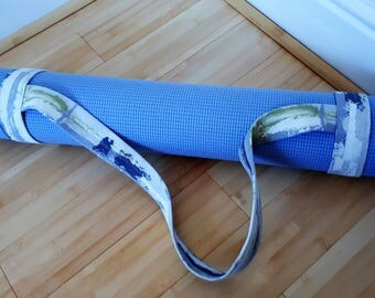 Roll and go! Nuetral yoga mat strap