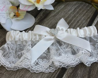 FAST Shipping!!!!  Beautiful Ivory Wedding Garter with Heart brooch, Bridal Garter, Garter, Rhinestones Garter, Wedding Garter, Lace garter