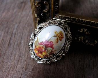 Floral Scarf Clip, Scarf Holder, Ornate Scarf Clip, Vintage Scarf Clip, Oval Scarf Clip, Scarf Holder, Scarf Clasp, Scarf Brooch, 1960s