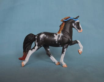 Customized Breyer Stablemate - Tennessee walker to black Sabino custom model horse