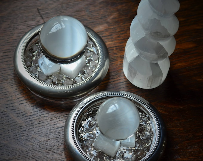 SELENITE CHARGING PLATE, selenite cleansing stand, silver and quartz orgonite with selenite, metaphysical gemstones, cleansing, charging
