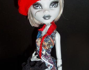 Doll clothing - crochet red beret. Doll's fashion acsessories - hat. Fits Monster or Ever After, Moxie Teenz, LIV dolls. 1/6 scale clothes.