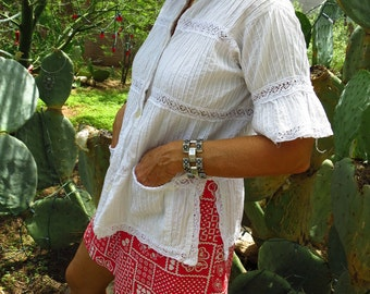 Vintage 1970's Mexican Pin Tuck and Lace Blouse Size M / L