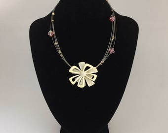 """""""Crystal"""" Flower necklace - one size"""