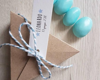 10 Triangular box with tags