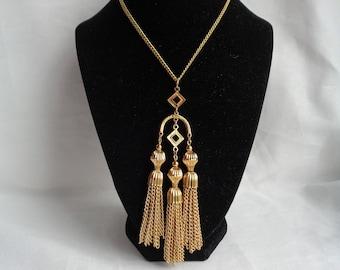 Stunning Crown Trifari Triple Gold Dangling Tassel Pendant - Chandelier Style Vintage Necklace - Excellent Condition