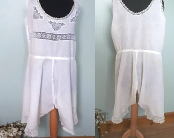 1920s underwear, combination camisole knickers or split bloomers. Good vintage condition Small to petite white cotton lacy drawers bloomers