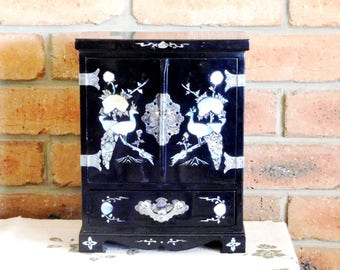 Oriental black lacquer wooden jewelry cabinet, inlaid abalone and mother-of-pearl, vintage 1940s, Valentine's gift, movie prop