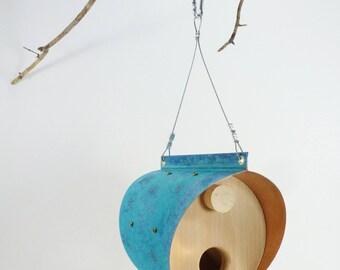 Cuivre oxydé et mangeoire à oiseaux cèdre - baril