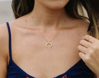 Gold Double Horn Necklace / Gold Crescent Moon Necklace / Gold Horn Necklace / Dainty Horn Choker Necklace / Gold Moon Necklace