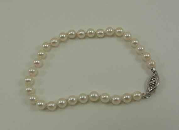 "Akoya White 4.7 mm- 5.0 mm Pearl Bracelet with 14k White Gold Clasp 7"" Long"