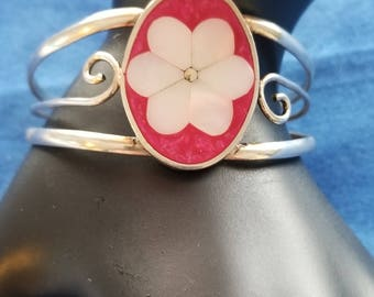 BA105 Vintage Silver Tone Cuff Bracelet with Pink and White Enamel Flower