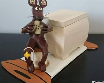 box and its necessary for sewing: rat Dresser
