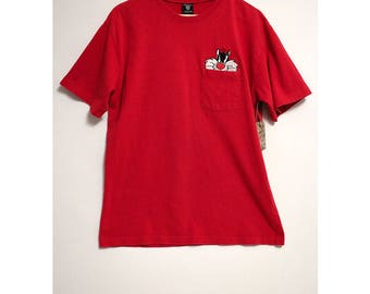 Vintage 90s Looney Tunes Warner Bros. Studio Store Embroidered Sylvester The Cat Peaking out of Pocket Red Shirt- Size Men's Large (Cotton)