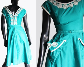 Vintage 50s Emerald Green Dress, Big triangular front pockets, White lace trim Size Small