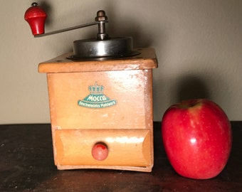 Vintage Wood Coffee Grinder or Coffee Mill, Mocca Geschmiedetes Mahlwerk German Coffee Grinder, Coffee House Decor, Rustic kitchen Decor