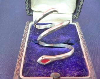 Vintage silver snake ring - 925 - sterling silver - red eyes - UK M - US 6.25