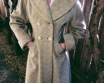 Beautiful Women's Vintage beige Fitted Button up long wool coat
