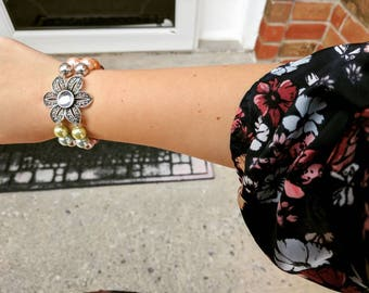 Beaded Flower Bracelet with Gem