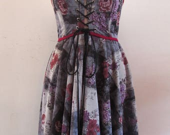 Purple patterned strapless, front fastening dress