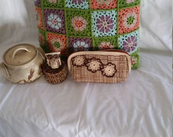 Vintage overnight bag, straw purse, holiday travel bag, make up bag, brown and beige, crochet flowers