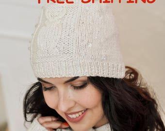 White hat Slouchy hat Women pom pom hat Winter beanie hat Knit hat Hand knit beanie Winter warm hat Fur pom pom hat Knitted hats for women
