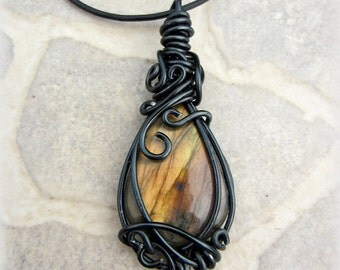 Pendant labradorite brown wire
