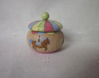 Box teeth's carousel horse, carousel