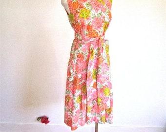 M 60s Floral Shift Dress Mad Men MOD Sundress Pleated Pink Orange Medium