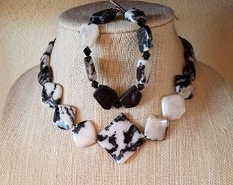 """16"""" Black and White Agate Necklace and Matching Bracelet"""