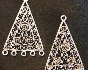 DIY: Set of 2 connectors in TRIANGLE shape with a rose in the Center silver metal