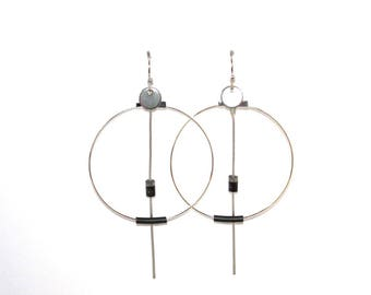 "Hoop earrings in strength and wire recycled ""black and grey"""