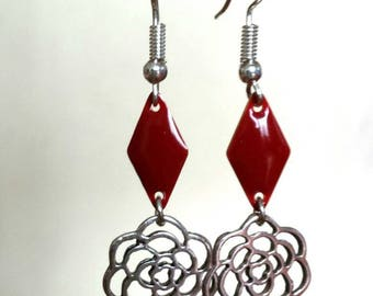 Earrings in silver and Red enamel diamond sequin flower brick