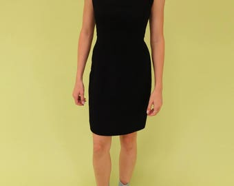 Beautiful black vintage Liz Clairborne dress with unique cut at neckline SIZE M