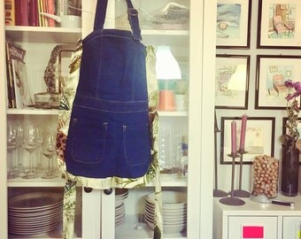 Kitchen apron in jeans with pockets