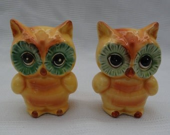 Vintage 1960's LEFTON #H6836 Owls Salt Pepper Set/Yellow & Orange w/Big Green Eyes