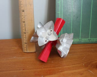 Rolling Cookie Cutter, Wear-Ever, Vintage Kitchen Gadget, Retro, 4 Inches End to End, The Cutouts are About 2 Inches